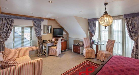 The Farmhouse Hotel: Bedroom amenities