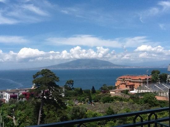 Grand Hotel De La Ville Sorrento: view from our hot