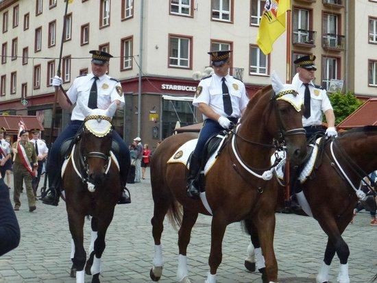 Old Town- Historic Center: La sfilata della polizia locale a cavallo
