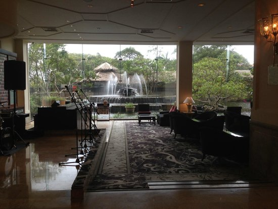 Hilton Colombo: Tea Lounge off of Front Lobby, Live Music Daily/Nightly