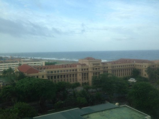 Hilton Colombo: View of Parliament and the Ocen from room