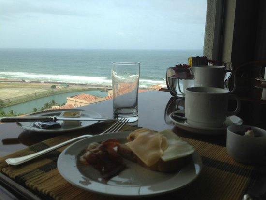 Hilton Colombo: The breakfast view from the Executive Lounge