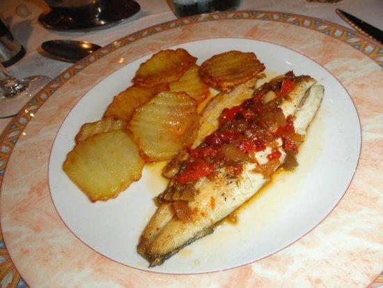 Valencia d'Aneu, Spain: Llobarro del menú