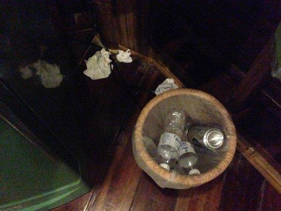 Koh Tao Bamboo Huts: cadeau du rat en rentrant de notre diner
