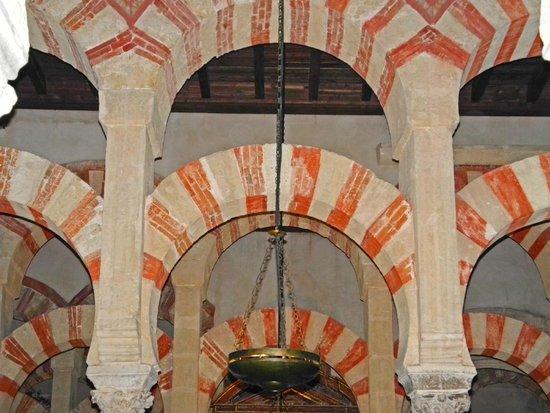 Moschee-Kathedrale (Mezquita de Córdoba): Typisch rot / weisse Bögen