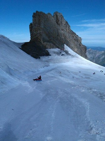 Mount Titlis: Ice Tubing Titlis