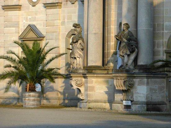 Skulpturen Vor Dem Marstall Bild Von Schloss Weissenstein Pommersfelden Tripadvisor
