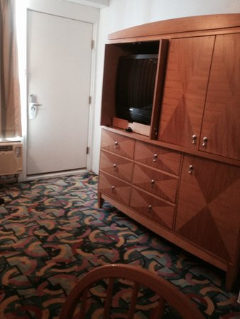 Premiere Motor Inn: Living room In A unit!