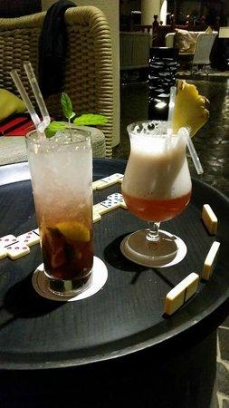 Sofitel Mauritius L'Imperial Resort & Spa : Au bar...jeux de société prêtés par l'hôtel