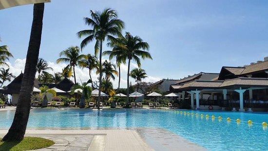 Sofitel Mauritius L'Imperial Resort & Spa : Vue du bord de la piscine