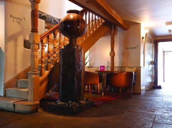 The Farmhouse Hotel: Lobby