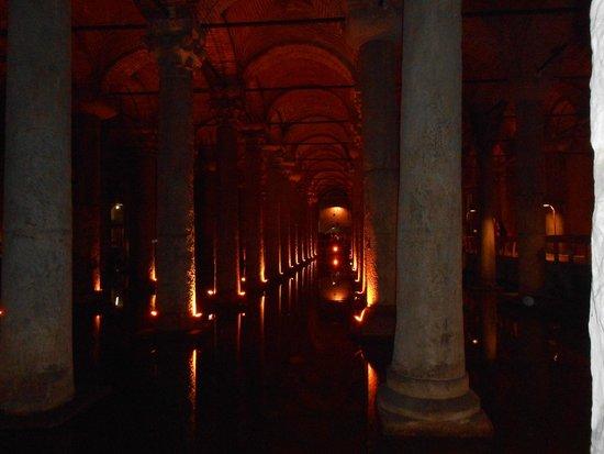 Cisterna Basílica: советую всем там побывать