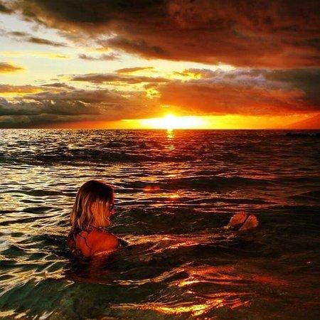 Kamaole Beach Park II: sunset swim