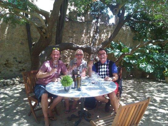 Mallorca Wine Tours: Wein Verkostung im Garten der Familie Ribas