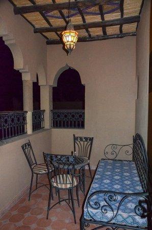Riad Nezha: balcony at night