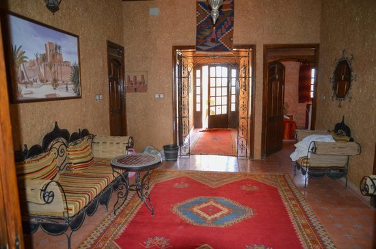 Riad Nezha: sitting area