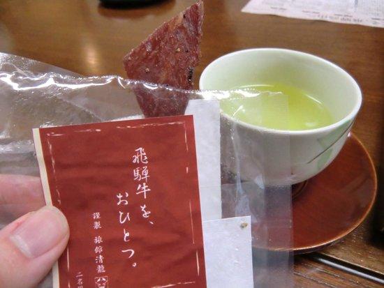 Ryokan Seiryu: お茶とおかし