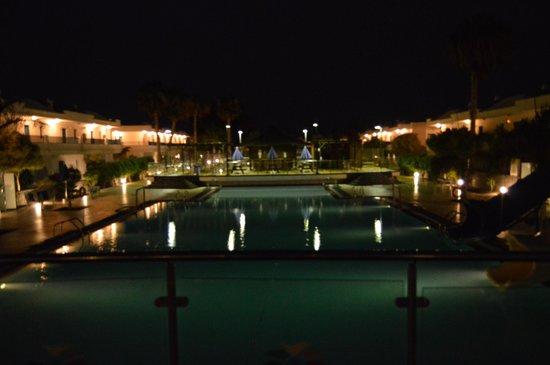 THB Tropical Island : pool at night