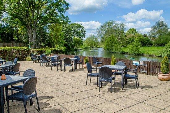 Legacy Rose & Crown Hotel: Rivers edge terrace