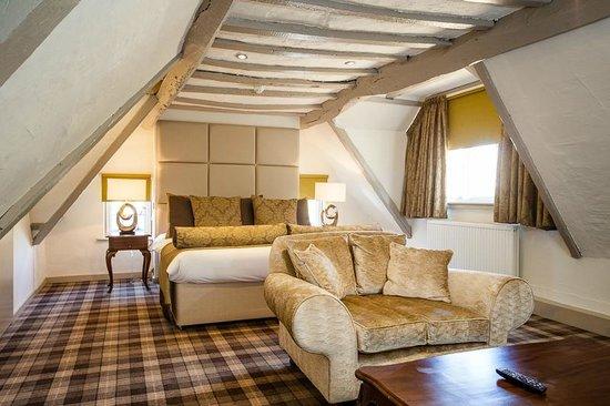 Legacy Rose & Crown Hotel: Cardinal Suite