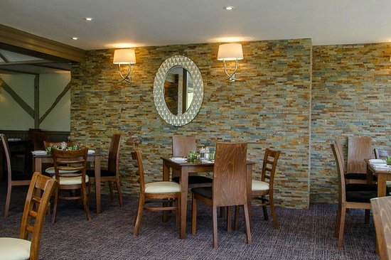 Legacy Rose & Crown Hotel: Rivers Edge