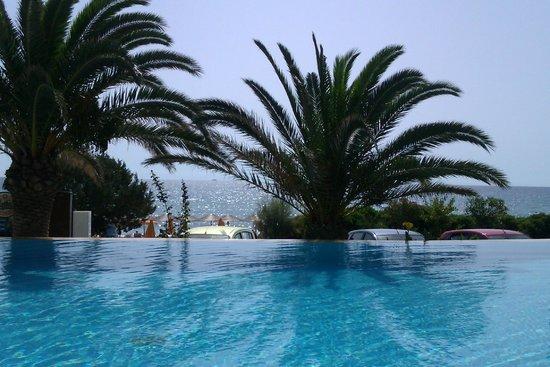 Anassa Hotel: Anassa Pool with view to sea