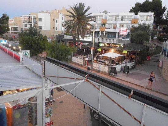 Playa Bella Apartments: local pizza house, really nice food
