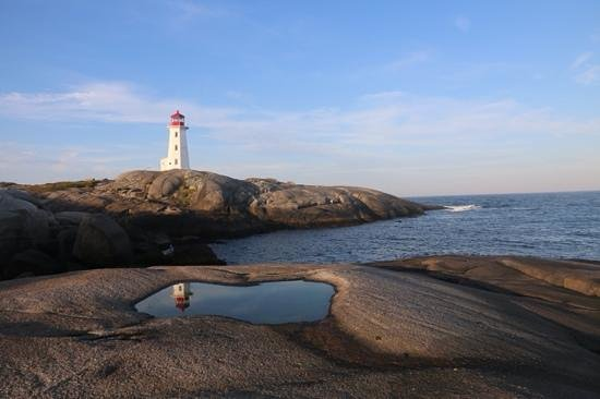 Peggy's Cove Bed & Breakfast: reflections of Peggy's Cove Lighthouse