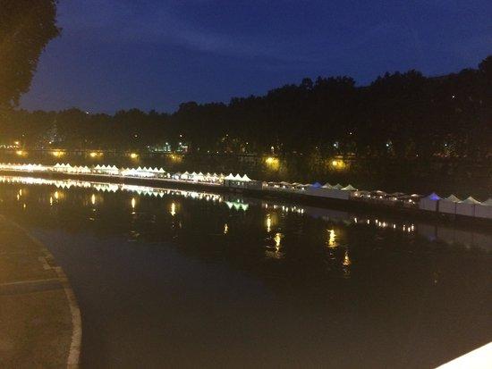 VOI Donna Camilla Savelli Hotel: The river comes alive at night!