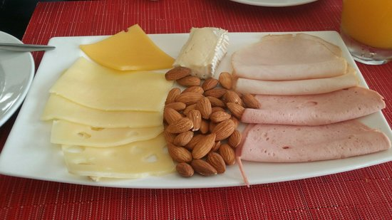Sifawy Boutique Hotel: Cheese and cold cuts platter