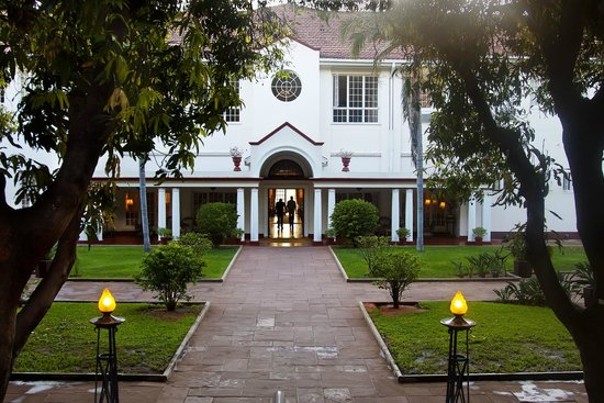 The Victoria Falls Hotel: Exterior shot from the courtyard