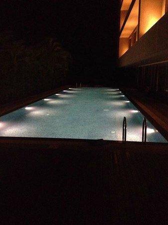 Courtyard by Marriott Pune Hinjewadi : The amazing pool at night