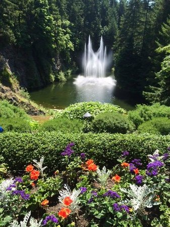 Butchart Gardens: Fountain in sunken garden