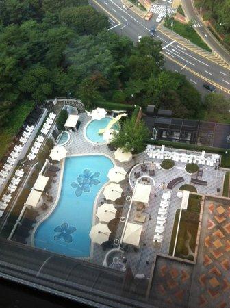 The Shilla Seoul: Pool area.