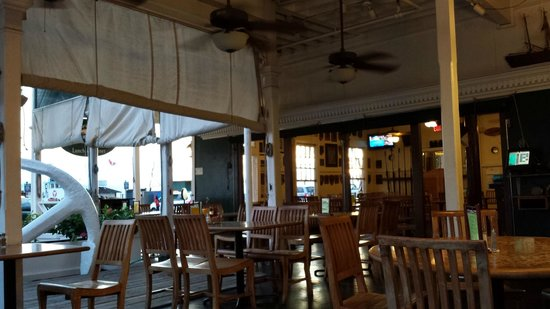 Pioneer Inn Grill and Bar: Not so crowded