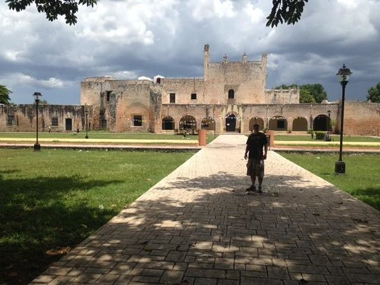 Cancun With Me Day Tours : Outside the Convent
