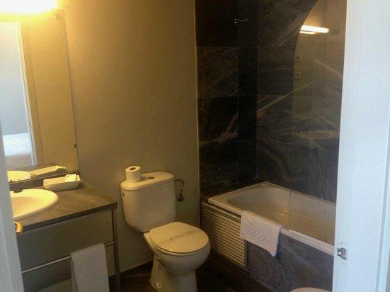 Aisia Kresala Hotel: Baño