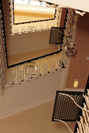 Edinburgh Thistle Hotel: Amazing Stairs