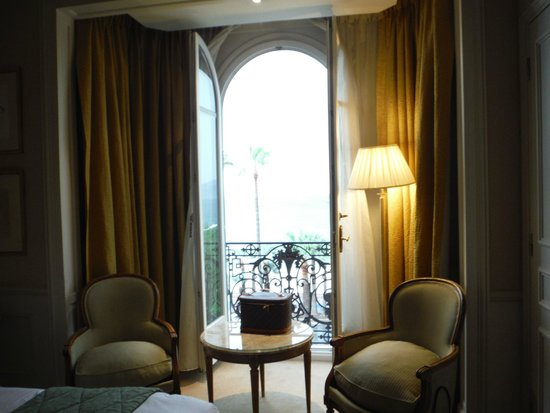InterContinental Carlton Cannes: Room looking over La Crosiette