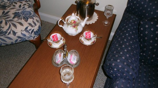 Harborage Inn on the Oceanfront: In room tea service
