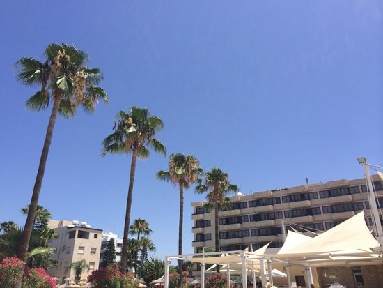 Atlantica Oasis Hotel: View from the pool