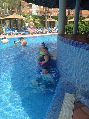 Sol Pelícanos Ocas: Fun at the pool bar