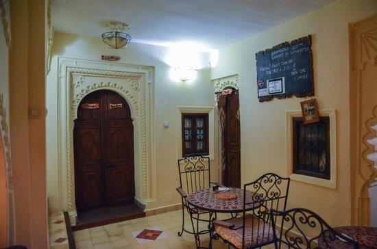 Riad Baraka: small breakfast area