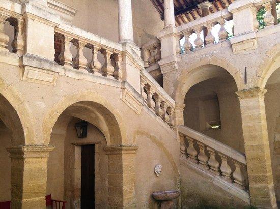Chateau Beaupre Deleuze: Chateau Beaupré Deleuze Grand Escalier