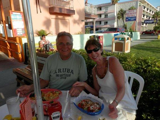 Beachwalk Inn: Frenchy's Cafe next door
