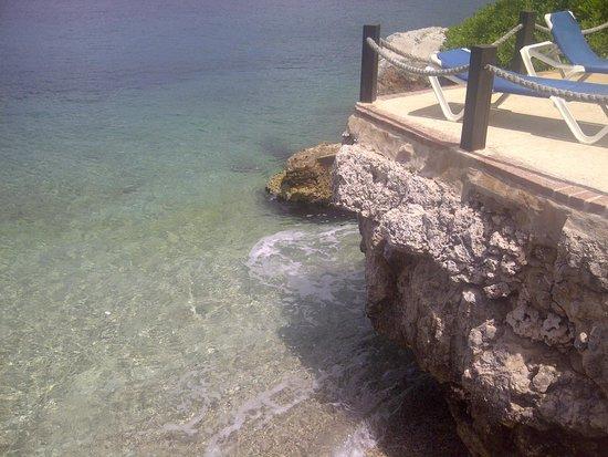 Hilton Curacao: Agua friaaaa...