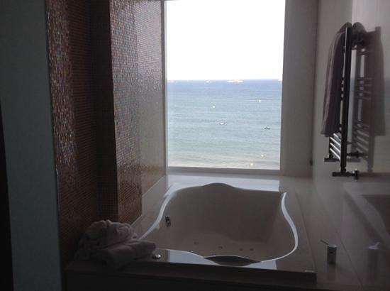 Hard Rock Hotel Ibiza: jacuzzi bath
