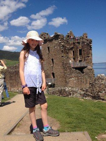 Fraoch Lodge : A beautiful day at Urquhart Castle ovelooking Loch Ness