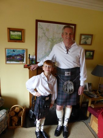Fraoch Lodge: Dressing up for the boys in full Scottish attire to eat a Burn's night super.