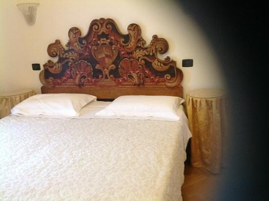 Charles Bridge Palace: Comfortable bed
